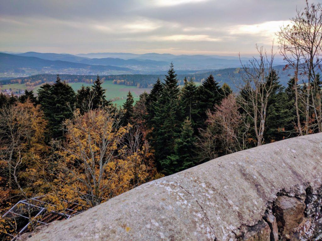 Blick vom Bergfried der Burgruine Lichteneck