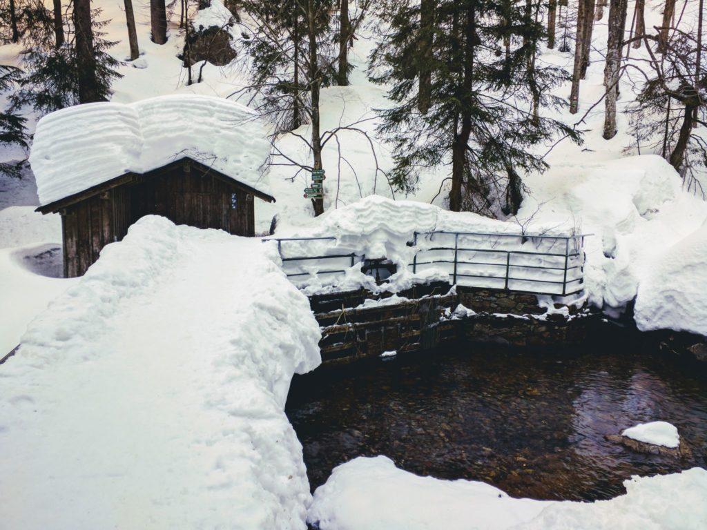 An den Rißlochfällen im Winter