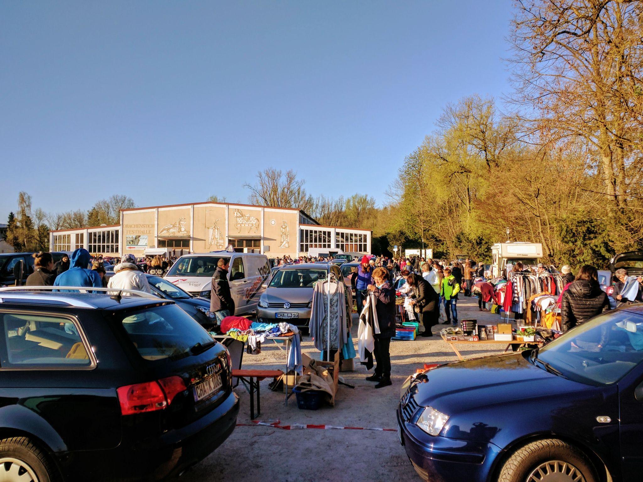 Flohmarkt vor der Drachenstichhalle, dem Beginn der Trans Bayerwald