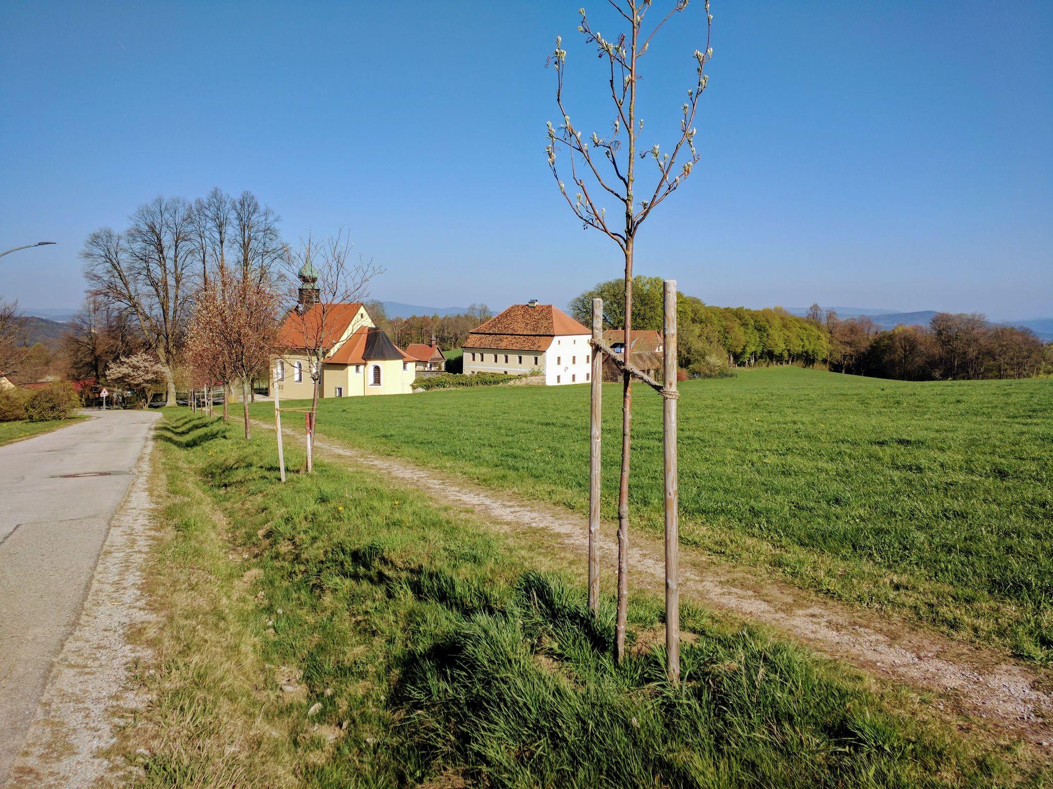 Schloss mit Kirche St. Anna in Herzogau