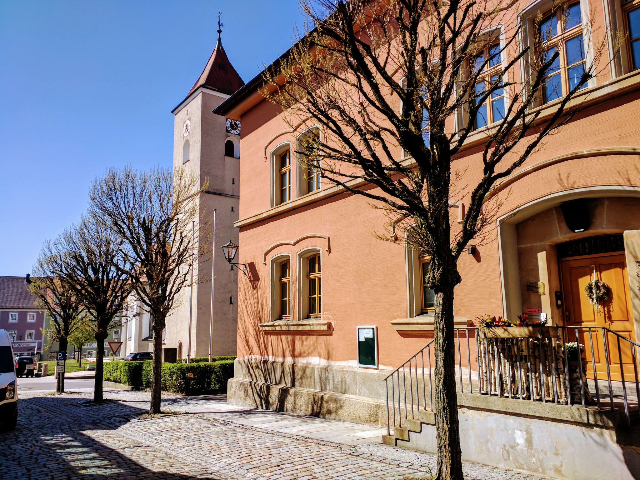 Rathaus und Kirche St. Martin in Rötz