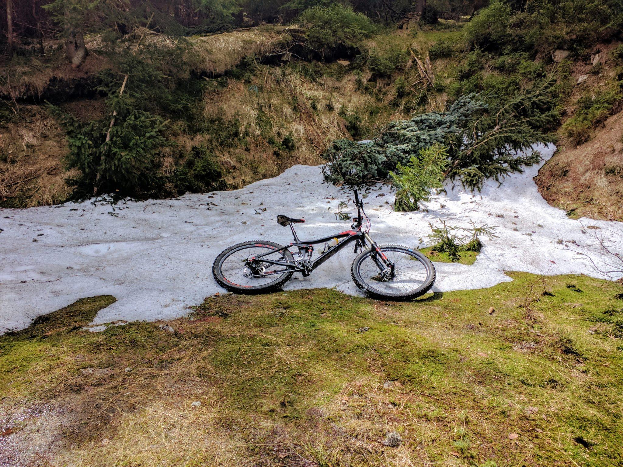 Schneereste Ende Mai kurz nach dem Kleinen Arbersee