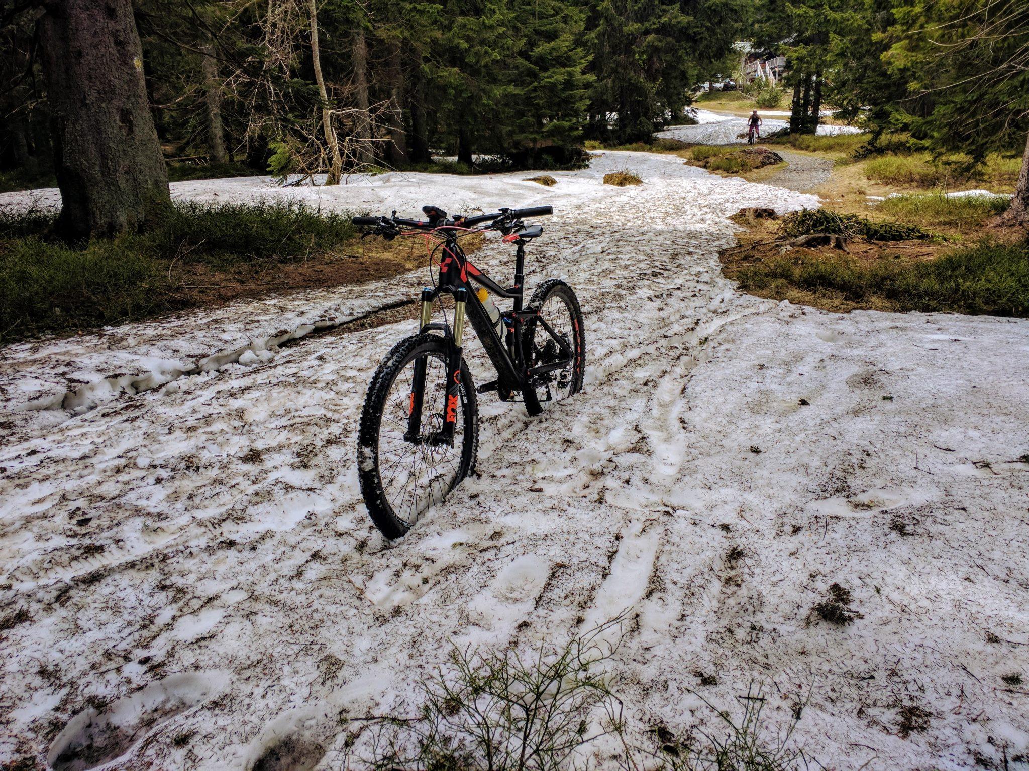 Schneereste Ende Mai in der Nähe der Chamer Hütte