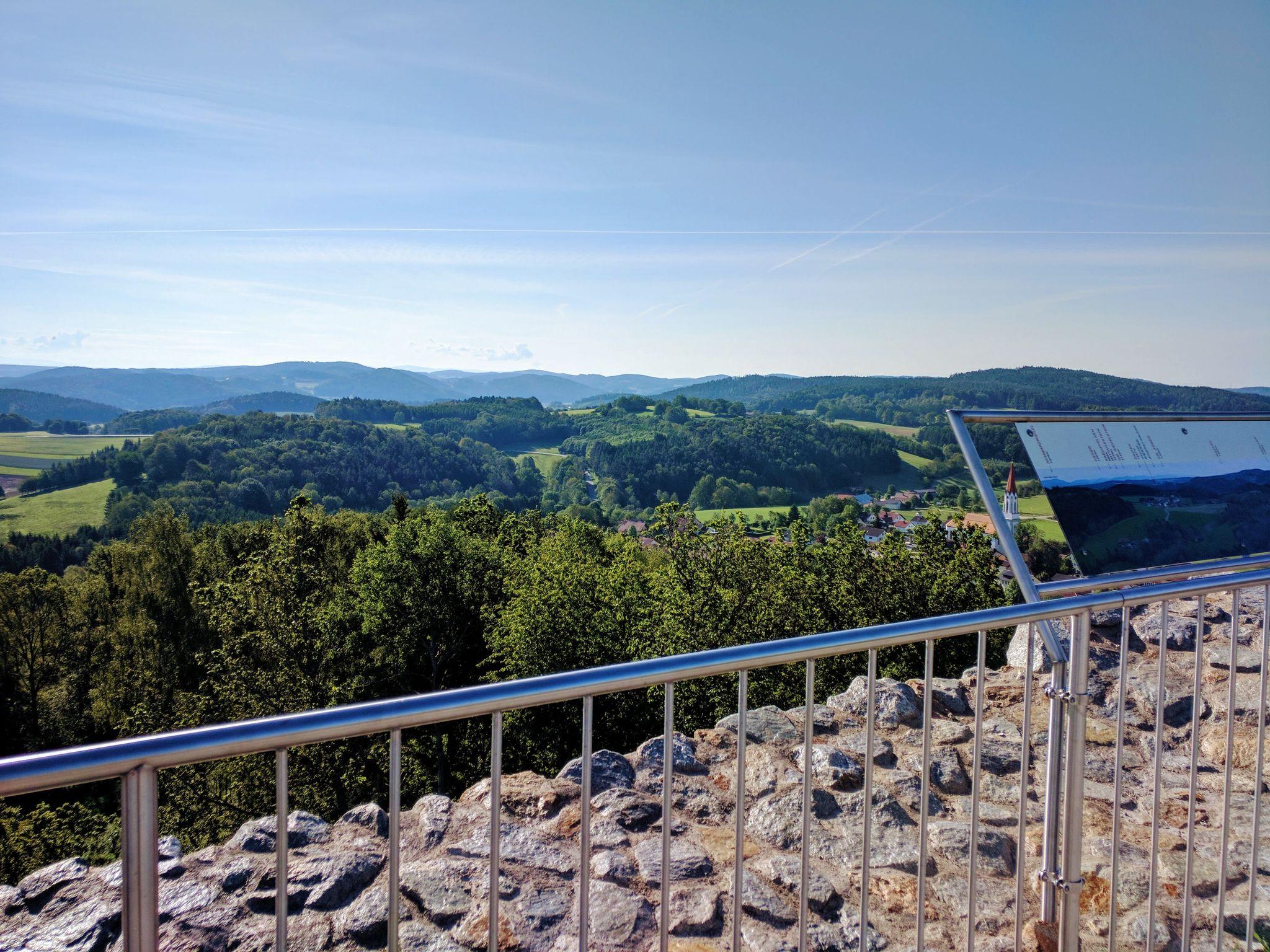 Blick auf den Bayerischen Wald von der Burgruine Lobenstein bei Zell