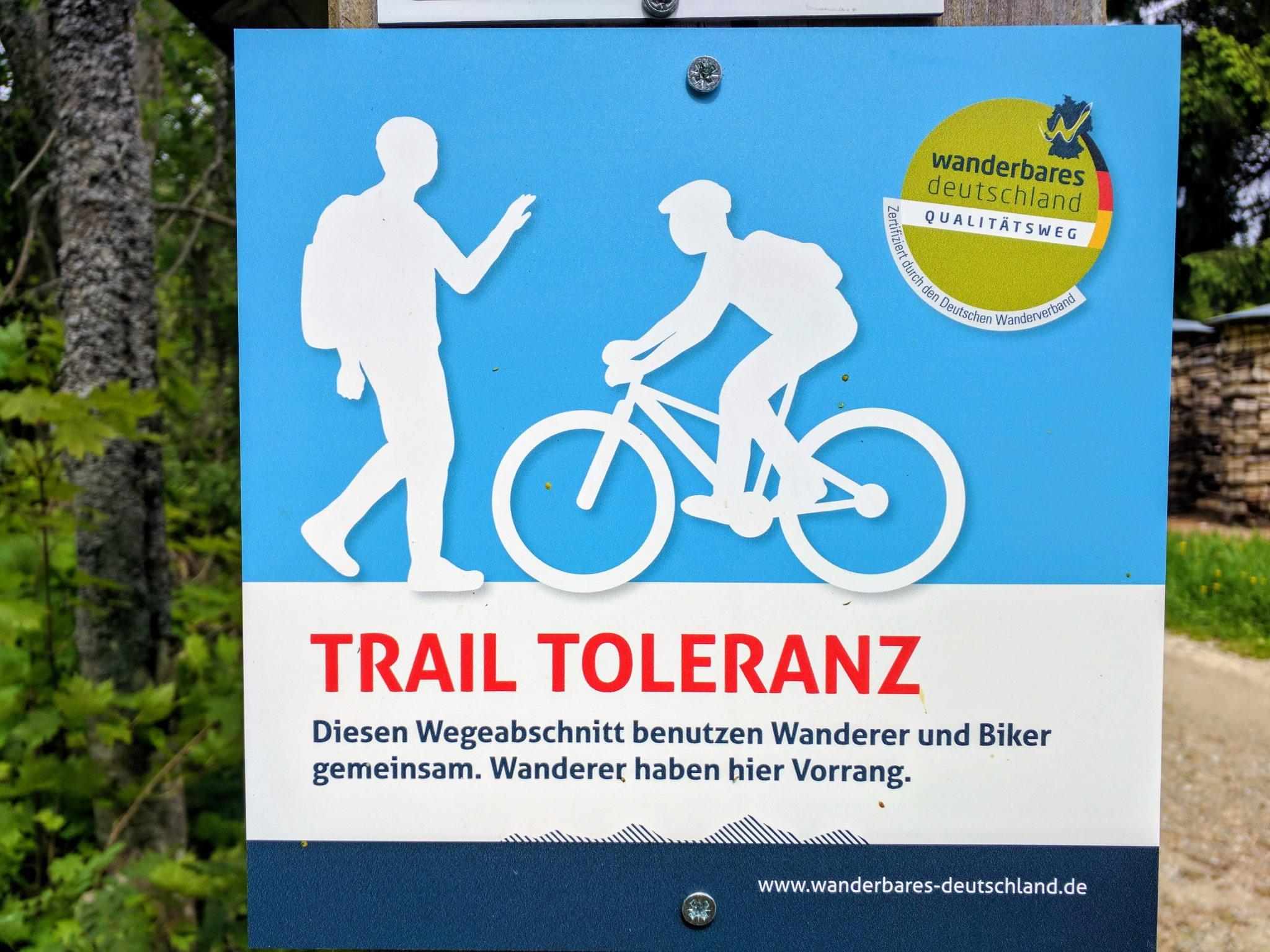 Rücksichtnahme statt Sperrung, Schild in der Nähe des Hirschensteins