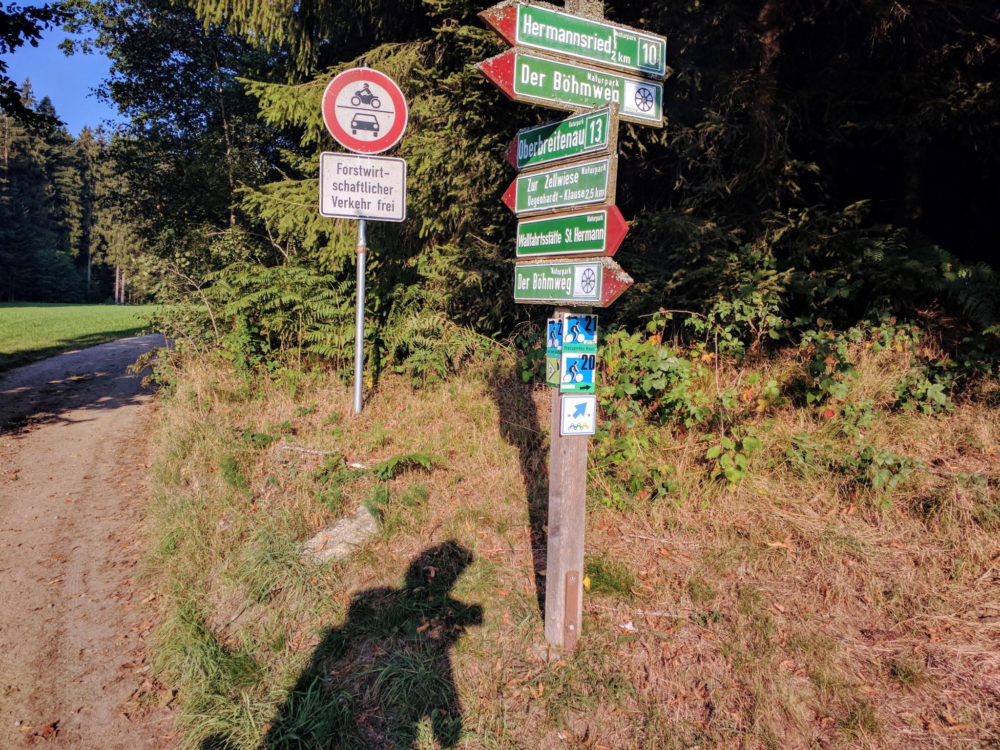 Trans Bayerwald - Wegweise bei Bischofsmais