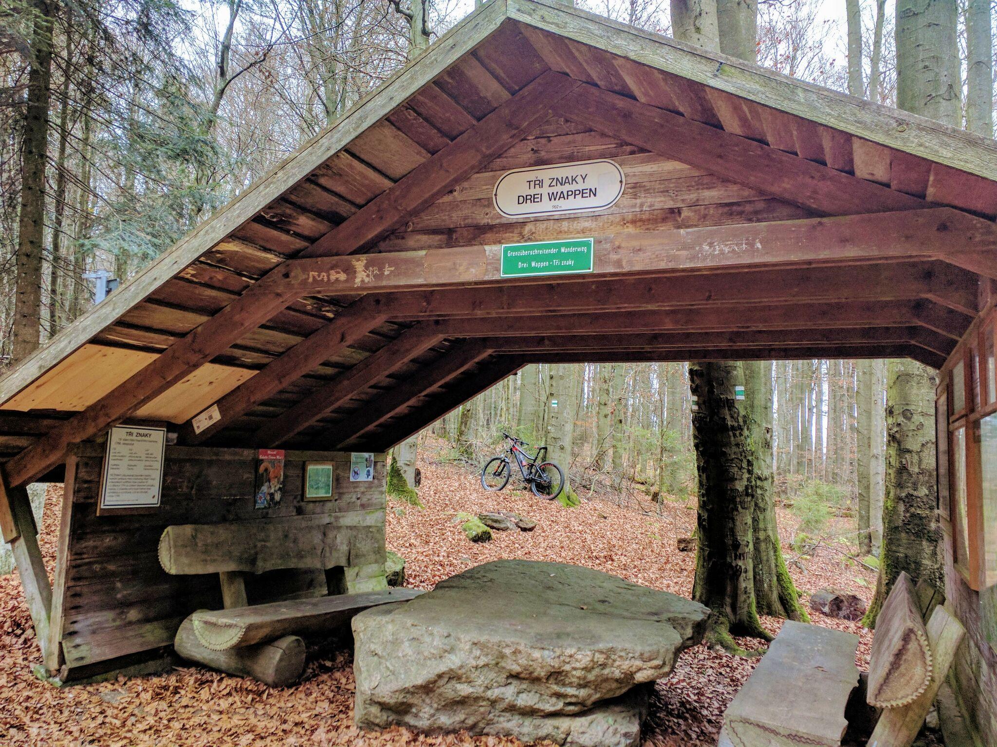 Hütte am Dreiwappenfelsen